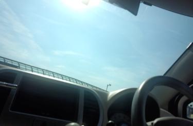 知らないと危険?炎天下の車内温度について。