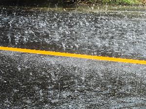 大雨への備え大丈夫ですか? 運転中に集中豪雨に遭遇した時は?